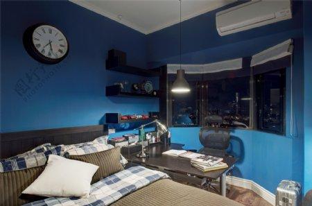 美式简约卧室蓝色背景墙设计图