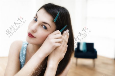 欧美美女梳妆图片