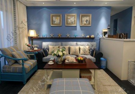 地中海田园风客厅蓝色背景墙设计图