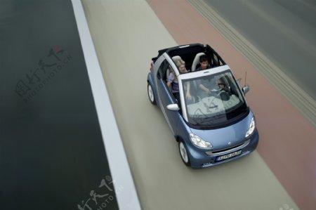 敞篷微型轿车图片