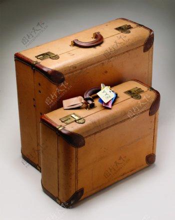 不同型号的旅行箱