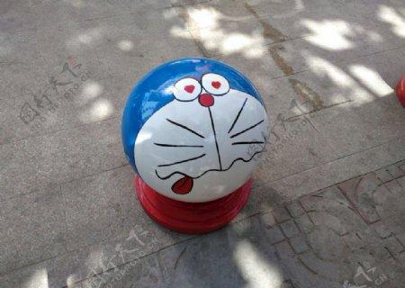卡通机器猫雕塑路障石球景区公园