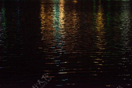 水面夜景波光粼粼摄影