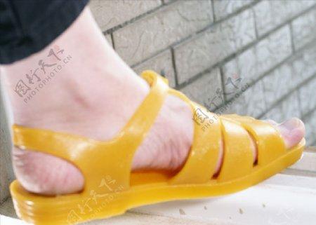 黄色时尚凉鞋