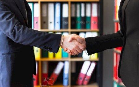 商务礼仪握手图片