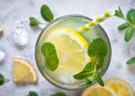 柠檬汁图片
