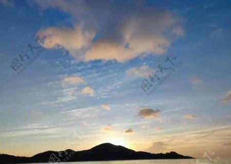 日出的山头图片