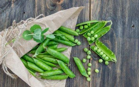 高清的新鲜豌豆图片